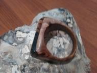 Ачинск: перстень из ценных пород дерева Перстень ручной работы, основа : сатиновое азиатское дерево , вставка лунный эбен. Сатиновое дерево  (Satinholz, Atlas