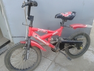 Продам детский велосипед Продам детский велосипед производства КНР б/у один сезон для мальчика 5-7 лет. Имеются дополнительные маленькие колёсики., Краснокаменск - Для детей - разное