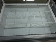 Нижнекамск: Две витрины для продажи и хранения Продам б/у витрину ARNEG комбинированную низкотемпературную островную в отличном состоянии.   Длина 135 см. , ширин