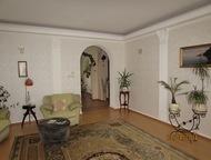 Таганрог: 5 ком, кв, S=240кв, м, в Центре Продается 3-х уровневая квартира в центре города площадью 240 кв. м.   1-й этаж гараж со смотровой ямой, подвальное по