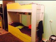 Кровать двухъярусная Продам кровать в отличном состоянии, ортопедические матрасы, два ящика для белья!, Тольятти - Детская мебель